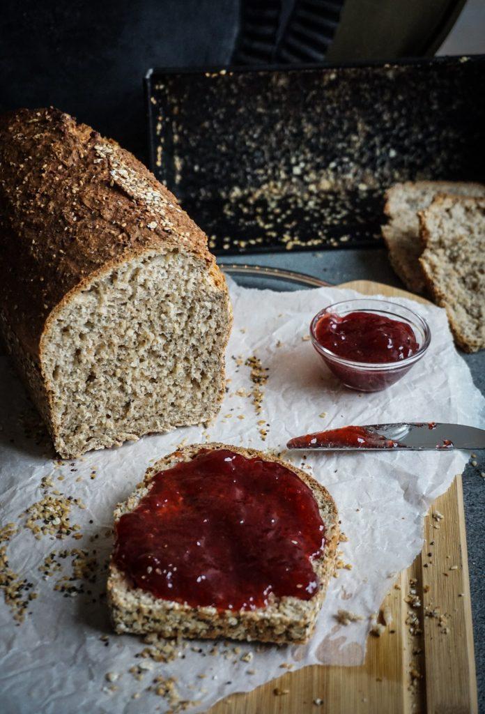 Dinkel Chia Brot gebacken