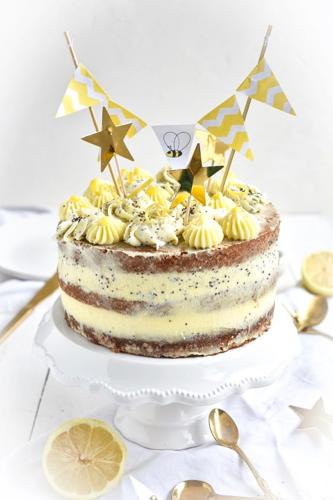 Lemon Curd Torte mit Moon Biskuit Böden